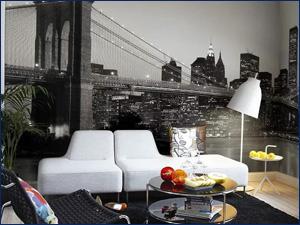 Фото обои в большую комнату с видом ночного города и моста