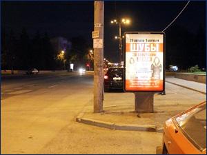 Пример световой рекламы лайтбокса на улице