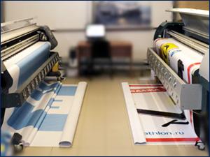 два широкоформатных принтера для печати банеров